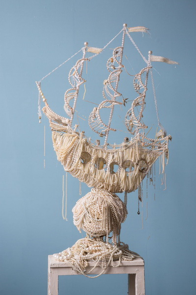 Необычная скульптура из жемчужин (фото 8)