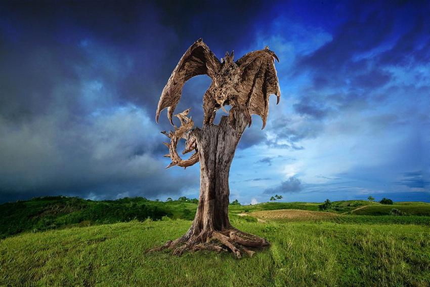 Джеймсу было неинтересно делать просто стоящего зверя, ему хотелось движения, сюжета в своих работах. И позже, когда Доран-Вебб стал работать с деревом, он вспомнил свое детское увлечение и решил попробовать создать животных из коряг — так же, как и в технике папье-маше, складывая кусочек к кусочку, слой к слою, пока не получается полноценная фигура.