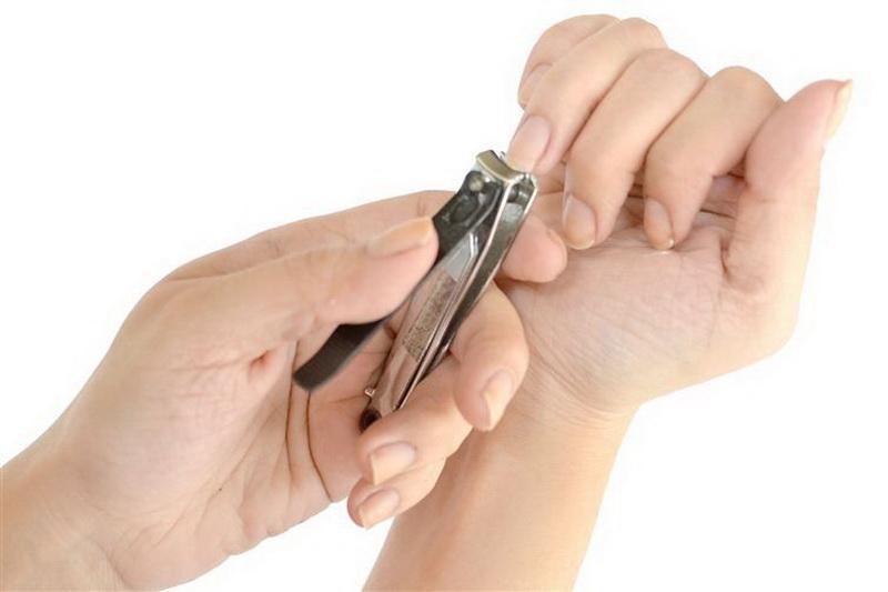 Индия. В Индии плохой приметой считается мыть голову или стричься по четвергам и субботам, а также стричь ногти во вторник, субботу или по ночам.