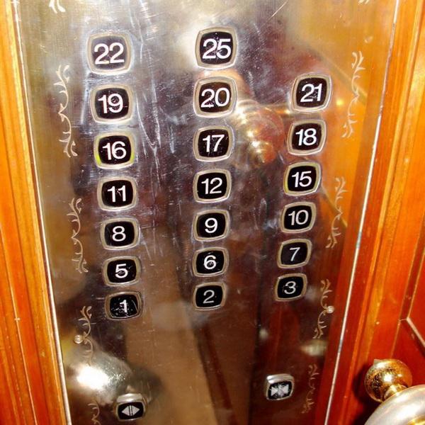 """Китай. В Китае несчастливым числом считается 4, поскольку слово """"четыре"""" очень похоже на слово """"смерть"""". В некоторых зданиях даже нет четвёртого этажа."""
