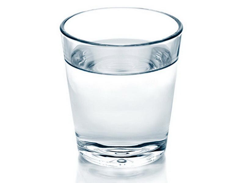 Германия. В Германии боятся чокаться водой - считается, что таким образом вы желаете смерти тому, с кем пьёте.