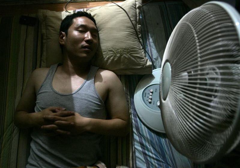 Южная Корея. В Южной Корее считается, что оставить в закрытой комнате включённый вентилятор, когда вы спите - смертельно опасно. В Южной Корее включают вентилятор только с открытым окном.