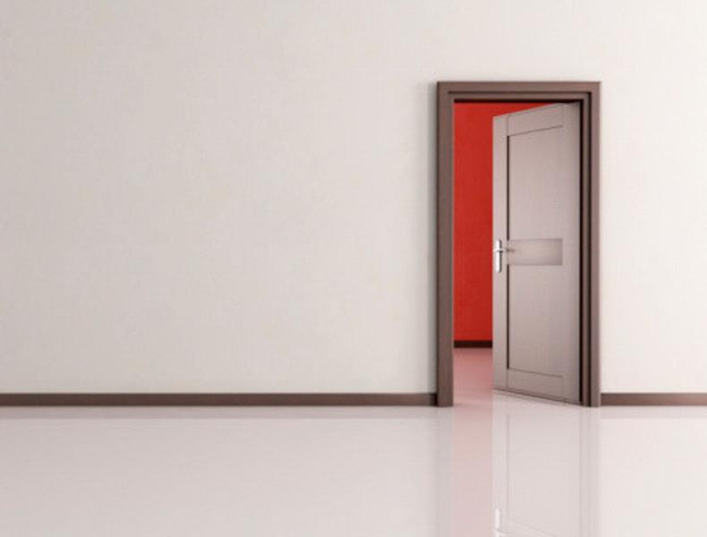 Испания. В Испании боятся входить в комнату с левой ноги.