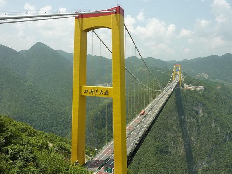 Мост через реку Сыдухэ — Китай.  Этот мост, длиной более 1300 метров, соединяет собой важные промышленные центры Китая. Кроме того, имея высоту около 460 метров — он является одним из самых высоких мостов в мире.