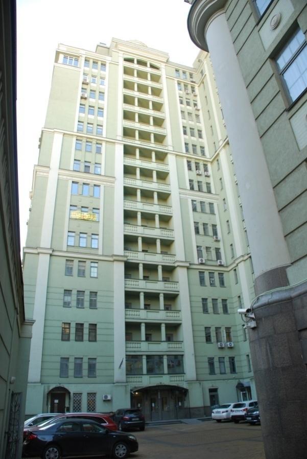 Обычный школьный учитель вряд ли позволит себе покупку квартиры в ЖК «Да Винчи» на Олеся Гончара. Но Мария Сольвар как-то сумела накопить порядка 400 тысяч долларов
