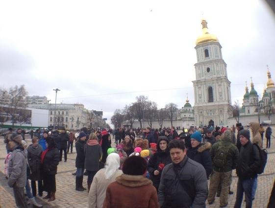 На Софийской площади проходит акция «Защити свою полицию»