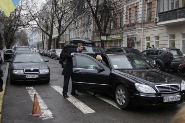 Юлия Тимошенко в бронированном лимузине Mercedes