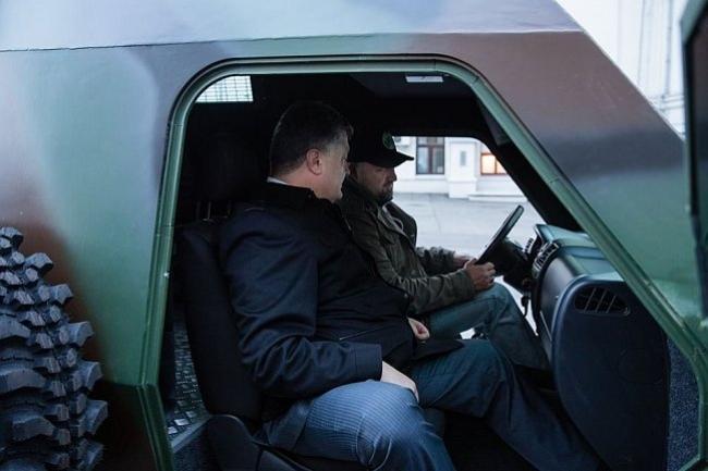 Петр Порошенко в бронеавтомобиле «Богдана» - «Барс»