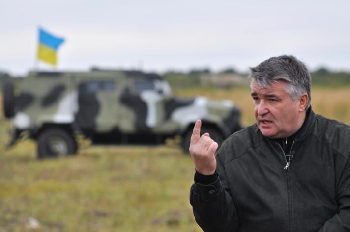 Олег Высоцкий на испытаниях бронеавтомобиля «Козак»