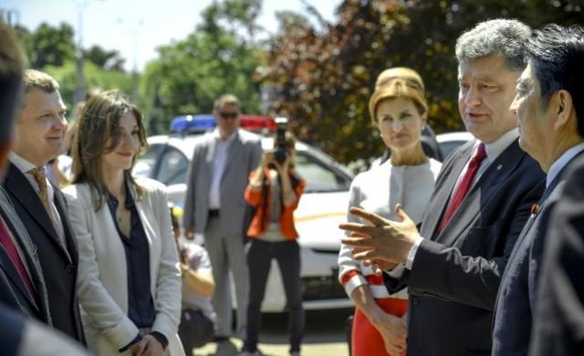 Константин Жеваго (крайний слева) на встрече Петра Порошенко с премьер-министром Японии