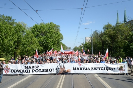 Наантиправительственный марш вВаршаве вышли десятки тыс. человек